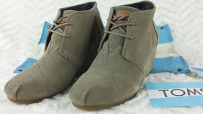 c30f00fc364d TOMS DESERT WEDGE Bootie Taupe Suede Womens Size 6 36.5 sticker flag  dustbag NEW