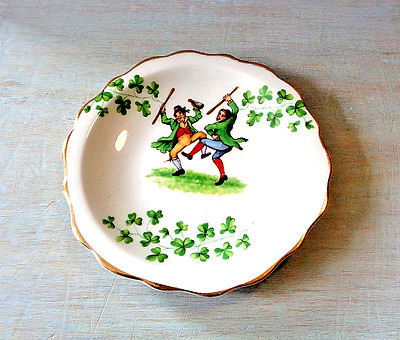 Vintage Royal Standard Fine Bone China Irish shamrock plate trinket dish (X)