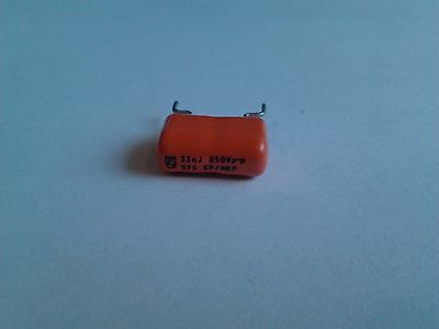 4x Philips MKT capacitor 33 nF - 850V