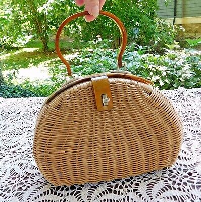 VINTAGE 1950's RATTAN PURSE LUCITE SWIRL HANDLE AND CLASP HONG KONG