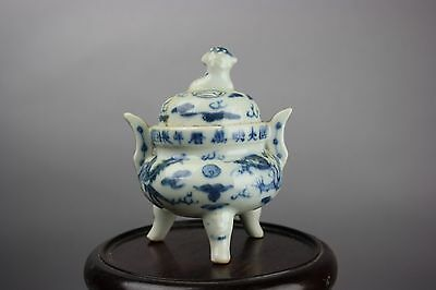 Daming Wanli Marked Chinese Blue And White Tripod Censer And Cover