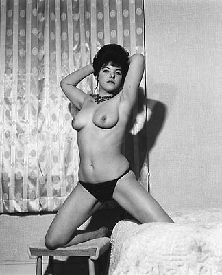 CD135-0083 VINTAGE B&W 8x10 EARLY 1960'S CLASSIC BUSTY OR LEGGY BRITISH ART NUDE