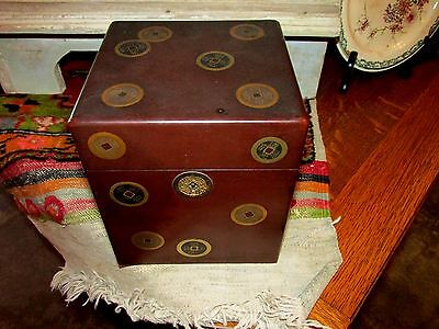 Vintage Chinese or Japanese Lacquer with gold flecks Hunidor cigar holder Box