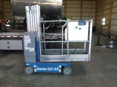 2014 Genie GR-20 20' Electric Mast Lift Personnel Man Aerial Runabout