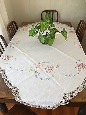 Vintage HIBISCUS EMBROIDERED LINEN TABLECLOTH - Crocheted Edging. - 139 X 131 cm