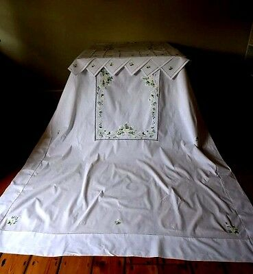 Huge 3.6m Unused White Vintage Tablecloth 12 Napkin Set Embroidered Daisy Flower