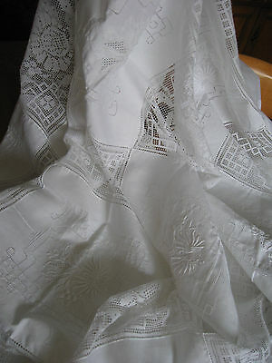 Vintage 1970's Cotton lace tablecloth with 6 matching napkins
