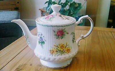 queens flowers of the month teapot 2 pt 1st qty