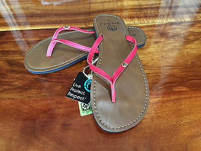 Ocean Minded by Crocs Womens Oumi Leather Flip Flop Sandal in Glam PInk  Size 8