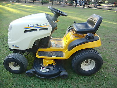 Cub Cadet Lt1042 Ride On Mower Lawn Tractor 08 Great Working Order