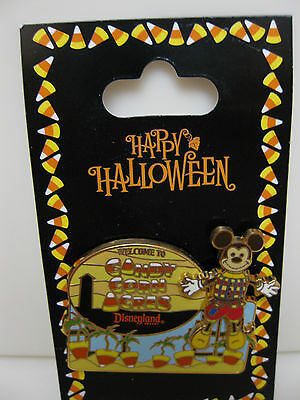 Disney Pin Candy Corn Acres - Halloween Scarecrow Mickey Mouse 3D NEW ON CARD