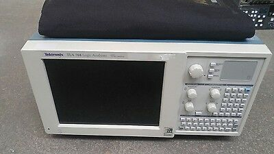 TEKTRONIX TLA 704 LOGIC ANALYZER W/ TLA 7M4 136 TLA 7E1 DSO with cables