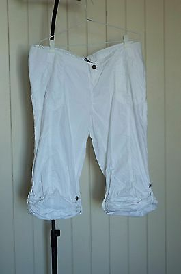White M2B knee length maternity pants. Adjustable waist and length. VGC. Size 18