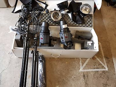 2 x Bowens esprit GM125 flash heads Lighting Kit and stands + umbrella
