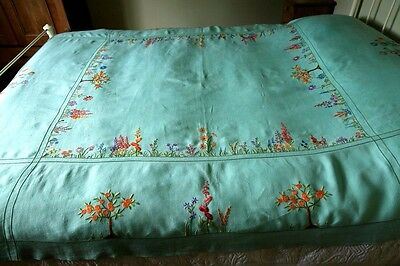 Stunning Vintage Large Tablecloth Bedspread Silk Hand Embroidered Cottage Garden