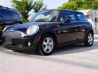 2009 Mini Cooper Base Hatchback 2-Door 2009 Mini Cooper 6 Speed Manual 2-Door Hatchback