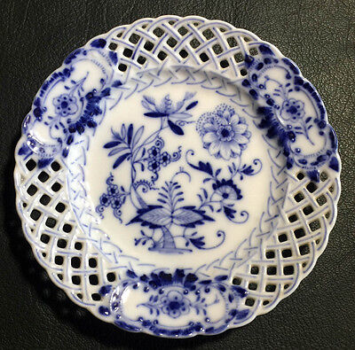 13cm Reticulated Saucer • Blue Onion • demi tasse plate