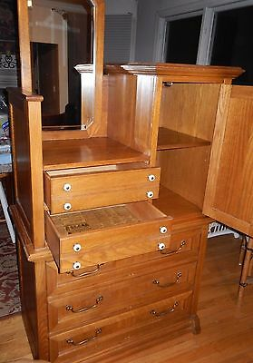 Beautiful Solid oak vintage style dresser with mirror.