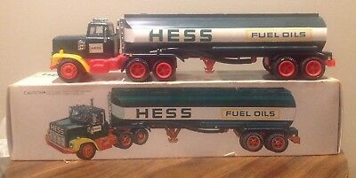 VINTAGE HESS TANKER GASOLINE TRUCK 1970's WITH BOX NICE CONDITION