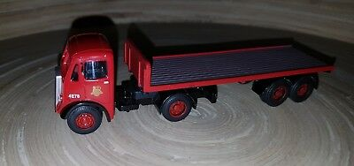 Base 1:76 Scale Plastic/metal Trucks - Red Truck With Flat Trailer