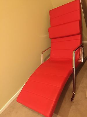 Red indoor chaise lounge in excellent condition (smoke and pet free home)