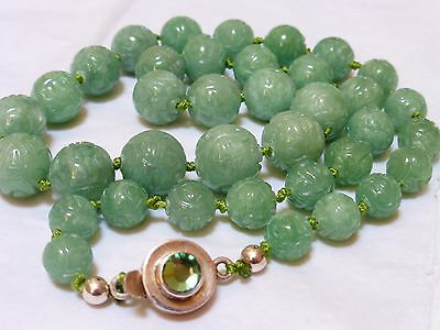 CHINESE VINTAGE CARVED GREEN JADE BEADED NECKLACE, SILVER CLASP, 86g