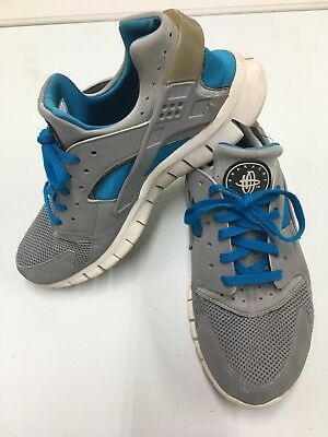 Nike Air Huarache Women's Size 10 Shoe Blue Gray White Active Running Fitness