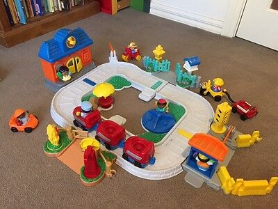 Fisher Price Little People Discovery Village
