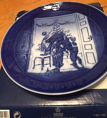 FREE SHIPPING! Royal Copenhagen - Trimming the Tree Collector Plate - Year 2000