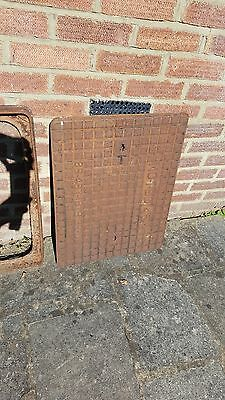 CAST IRON DRAIN INSPECTION MAN HOLE COVER AND FRAME MOUNT (52cm X 67cm approx)