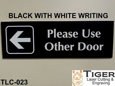 Please Use Other Door With Left Arrow Graphic Sign 20Cm X 6.5Cm - Tlc-023