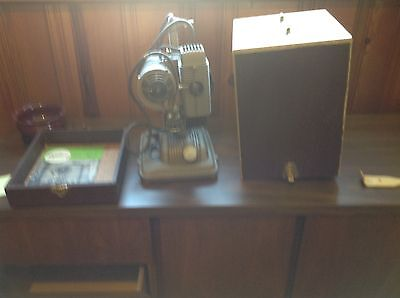Vintage movie projector : REVERE 85 - X 8MM PROJECTOR