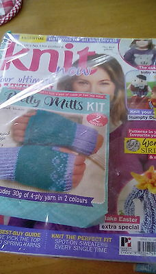 Knit Now Magazine issue 72 with free gift pretty mitts kit