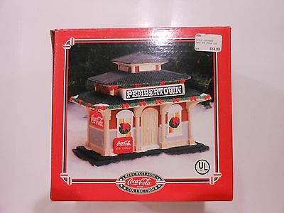 Coca Cola Christmas House American Classic Pembertown Train Depot NEW 1995 Coke