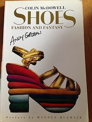 Shoes: Fashion and Fantasy by Colin McDowell (Paperback)