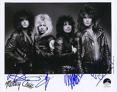 """MOTLEY CRUE Hand Signed Band """"Tour Promotional"""" 10x8 !"""