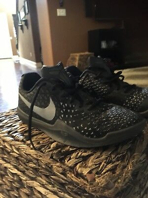 men's nike kobe mamba instinct basketball shoes Size 8