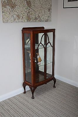 Small Edwardian mahogany mirrored back display cabinet with working lock / key