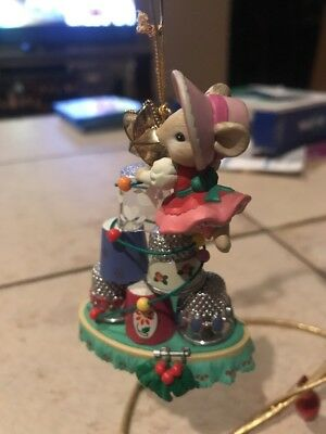 Enesco Christmas Ornament: A Thimble Of The Season Mouse With Thimbles Tailor