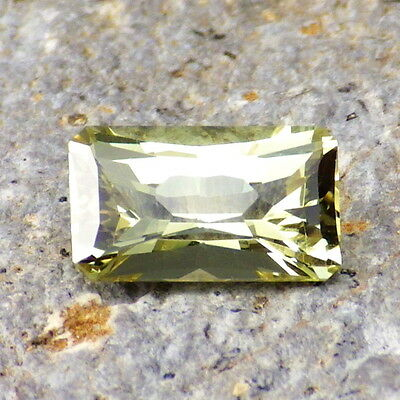 APATITE-MEXICO 1.94Ct FLAWLESS-AMAZING INTENSE YELLOW GREEN COLOR-FOR JEWELRY