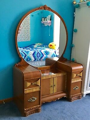 Antique Vanity Waterfall Style With Beautiful Round Mirror