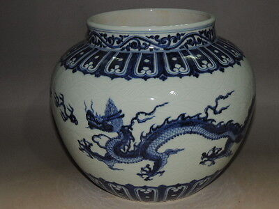 Beautiful Chinese blue&white  porcelain jar with dragon