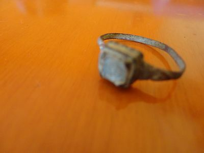Superb roman ring in bronze / with stone, first century