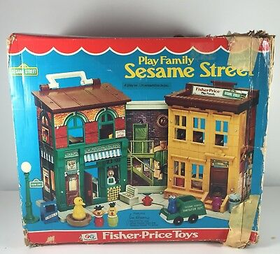 Vintage Fisher Price Little People Sesame Street Play Family Playset #938 Box
