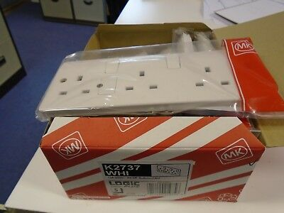 MK Electric K2737WHI Logic Plus White Moulded 3 Gang Double Pole Switchsocket Wi