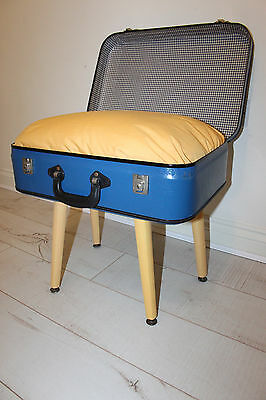 vintage cats suitcase (cats bed)