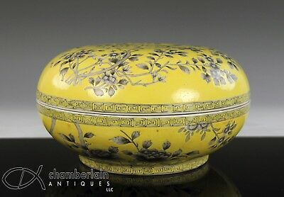 Chinese Porcelain Yellow And Grisaille Round Covered Box With Mark