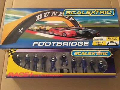 Scalextric C8332 Dunlop Footbridge and C8293 Pit Crew 10 Figures Blue
