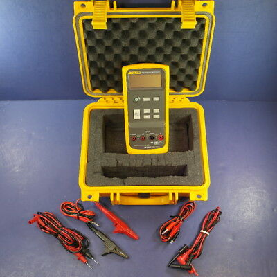 Fluke 715 VOLT/mA Calibrator, Excellent condition! Hard Case, Accessories
