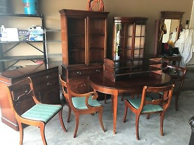 Drexel Dining Room Set / Antique